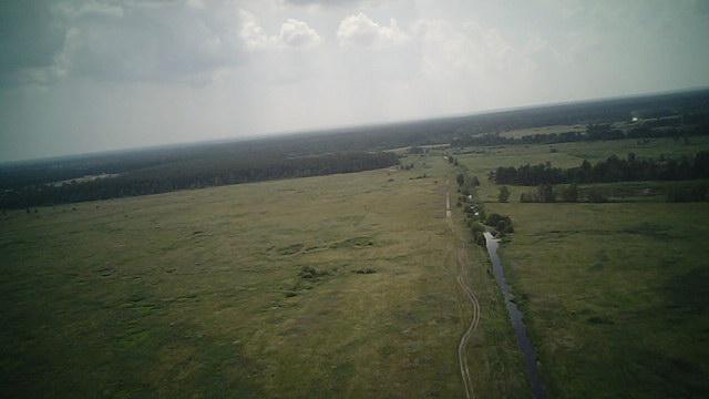 Просторное поле, каким его видел вертолет сверху